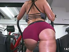 Valerie Kay, Arianna Knight and Bianca in the gym